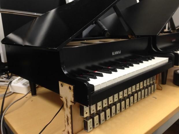 自動演奏トイピアノ